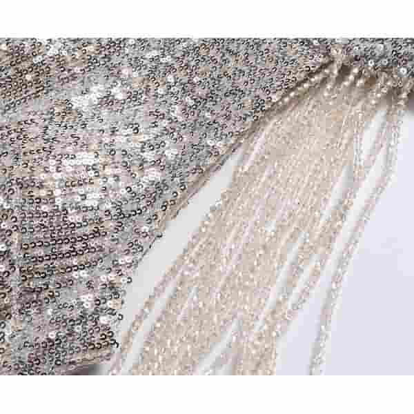 首元から肩への飾りイメージ