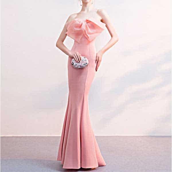 大胆なデザインのイブニングドレス
