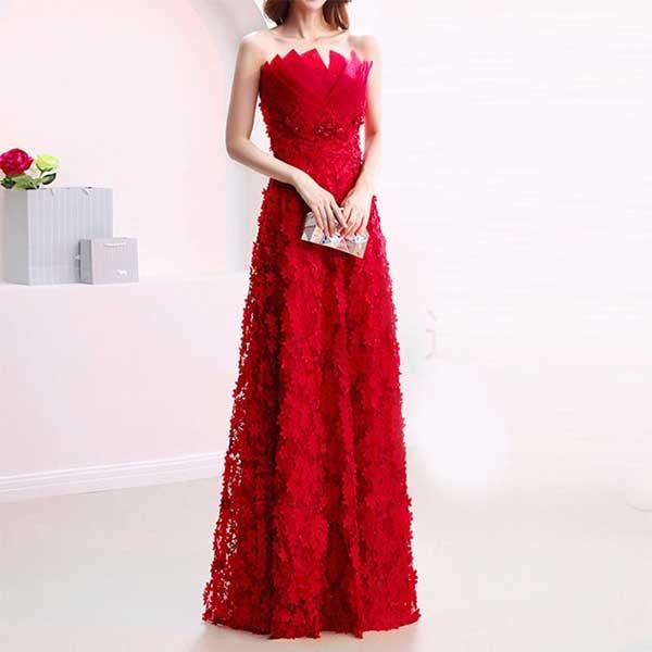 鮮やかなパーティー ドレスの赤