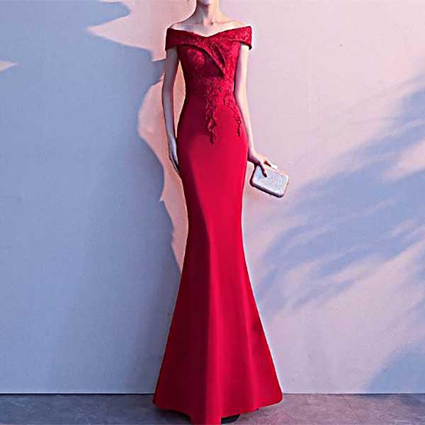 ロングドレスの赤