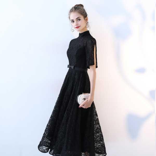 上品で可愛い総レースブラックドレス