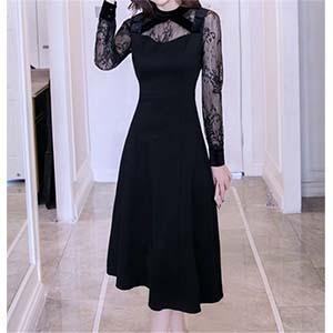 襟元が可愛いブラックドレス
