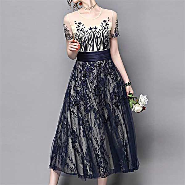 花嫁さまの二次会ドレスとしても皆に称賛される繊細で愛らしさも表現できるドレスです。