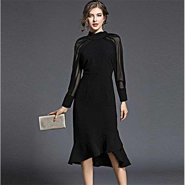 黒 ハイネックとシースルー袖が素敵