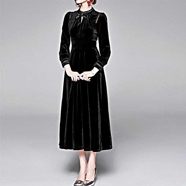 上品なデザイン ベロアのブラックドレス