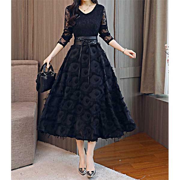 フェミニンなレーストップスとフェザースカートの切替 表情のある軽やかな印象のブラック